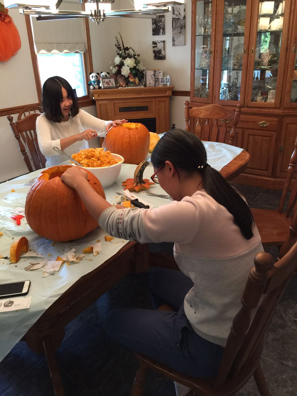 vicky-and-cecilia-carving-pumpkins