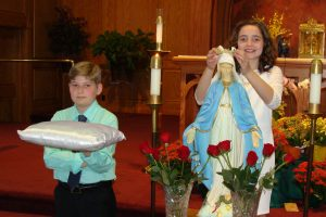Elementary School holds May Crowning ceremony