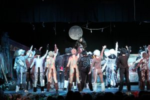 "Bravo to the cast and crew of ""Cats!"""